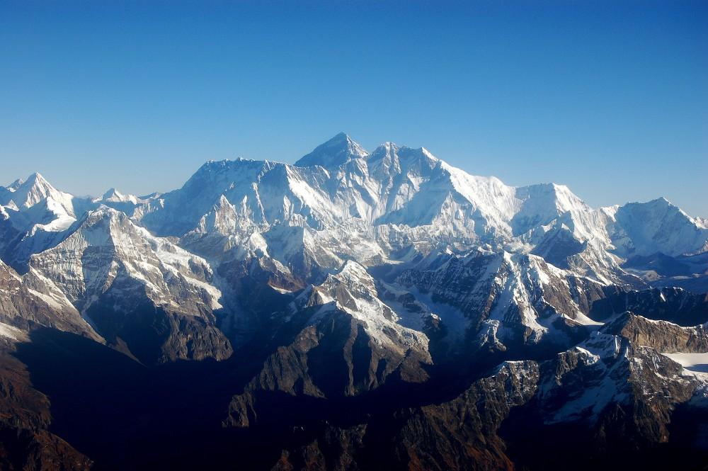 Monumentalny widok pasma górskiego